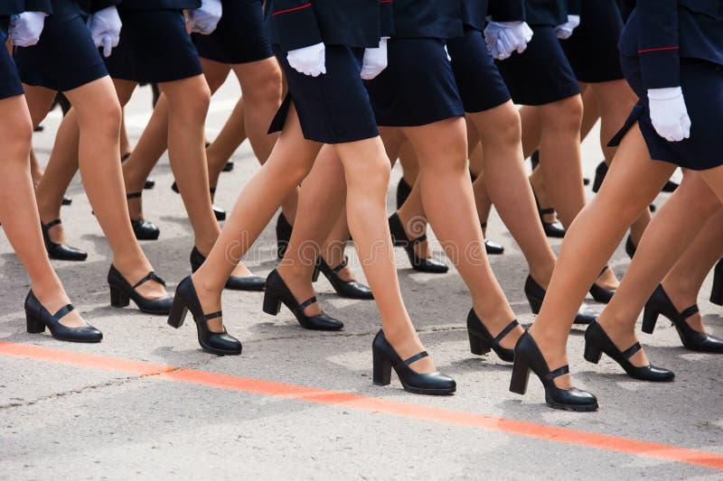Die Parade von Soldaten lizenzfreie stockfotografie