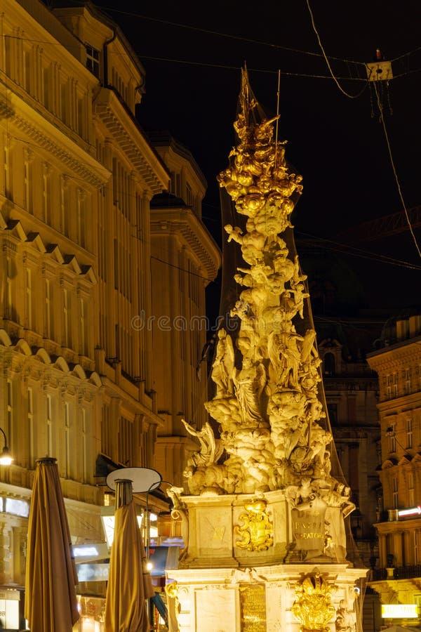 Die Pestsäule auf Graben-Straße 1679 nachts, Wien, Aust stockfotografie