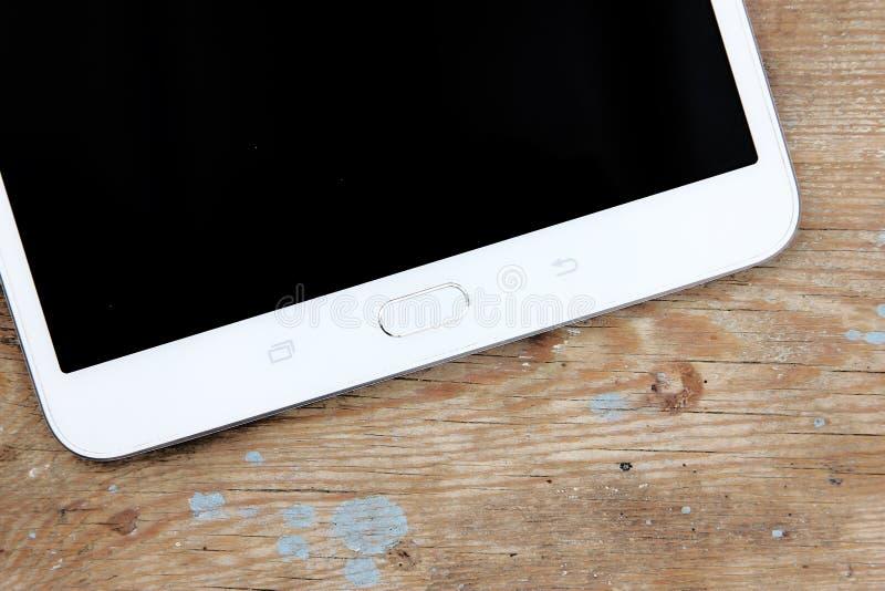 Die Pfeile sind auf unterschiedlicher Schicht, also können Sie sie löschen Sie wenn nur Notwendigkeit die Tablette stockfotos