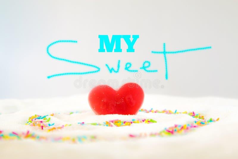 Die Phrase mein süßes und ein rotes Süßigkeitsherz lizenzfreies stockbild