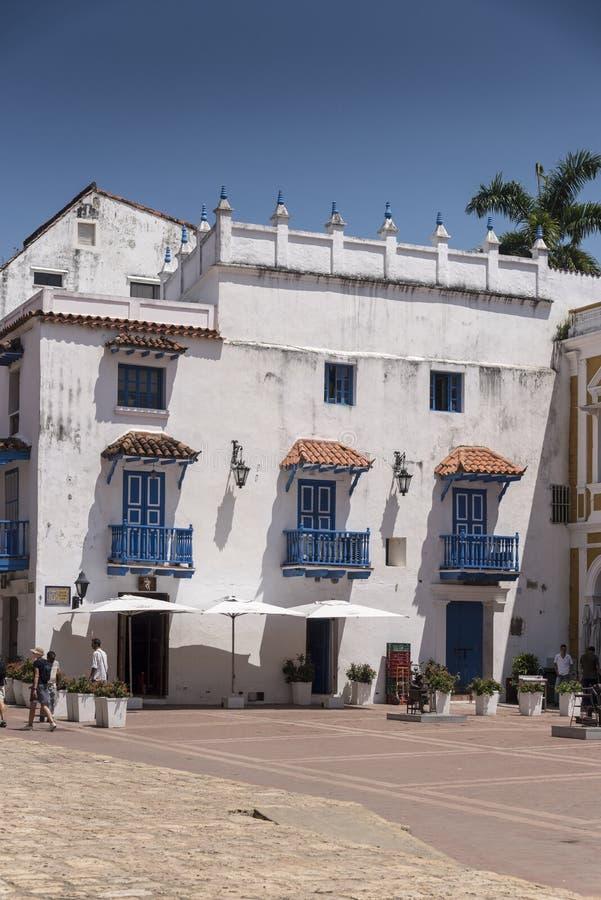 Die Piazza außerhalb des Parroquia San Pedro Claver, Cartagena lizenzfreies stockbild