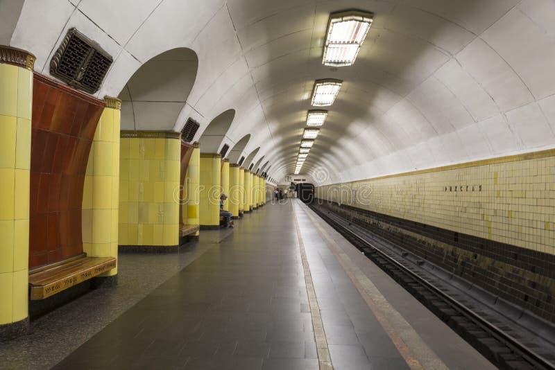 Die Plattform der Moskau-Metrostation 'Rizhskaya ', Moskau stockbilder