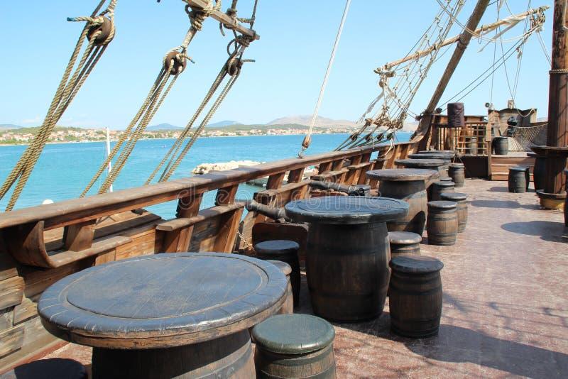 Die Plattform eines Piratenschiffs lizenzfreie stockfotografie