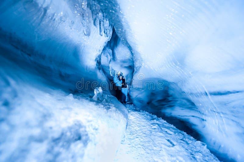 Die polare arktische Nordeishöhle Norwegen Svalbard in Longyearbyen-Stadt lizenzfreie stockfotografie
