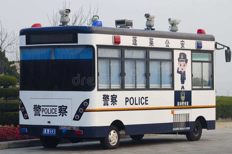 Die Polizei überwacht das Auto stockbild