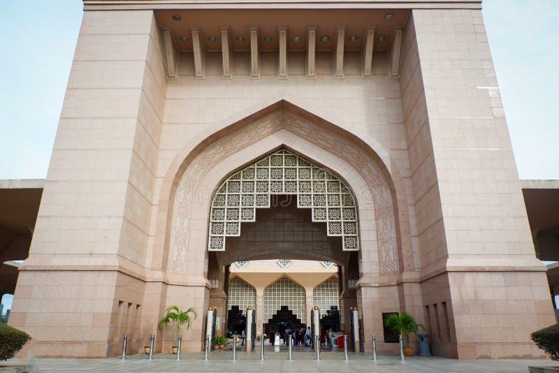 Die Putra-Moschee oder das Masjid Putra; die Hauptmoschee von Putrajaya, Malaysia stockbild