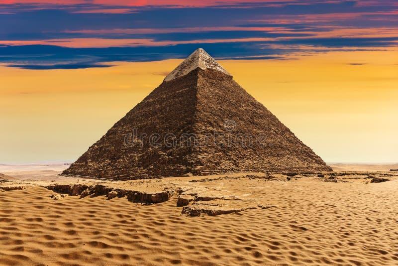 Die Pyramide von Khafre, schöne Sonnenuntergangansicht lizenzfreie stockbilder