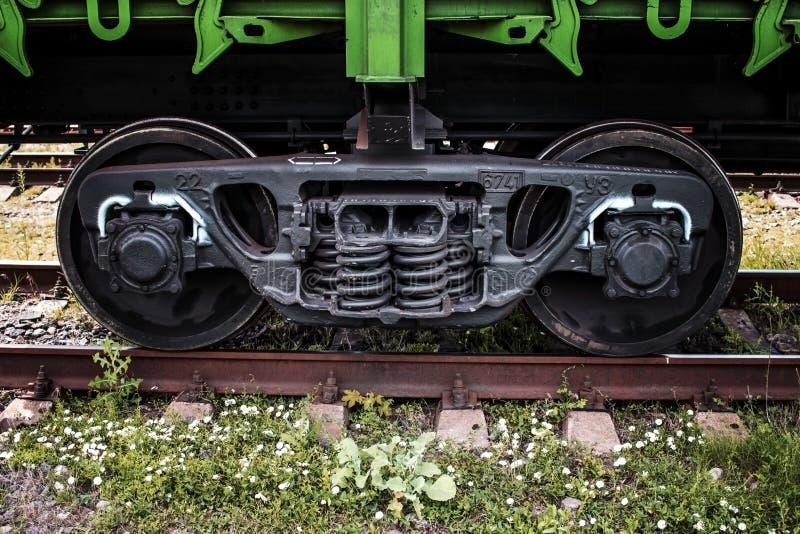 Die Räder der Zugnahaufnahme lizenzfreie stockfotos