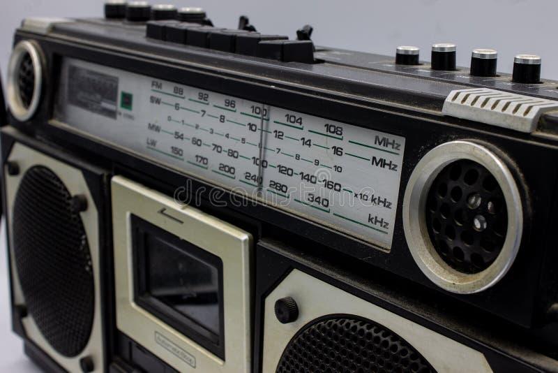 Die Radios waren sehr gro? und enthielten zwei Sprecher und einen Kassettenrecorder stockfoto
