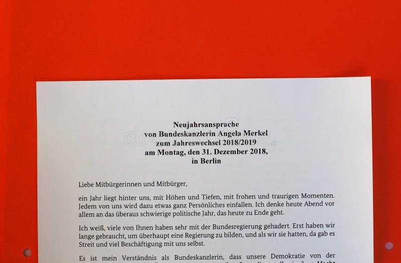 Die Rede des neuen Jahres vom deutschen Kanzler Angela Merkel lizenzfreie stockfotografie