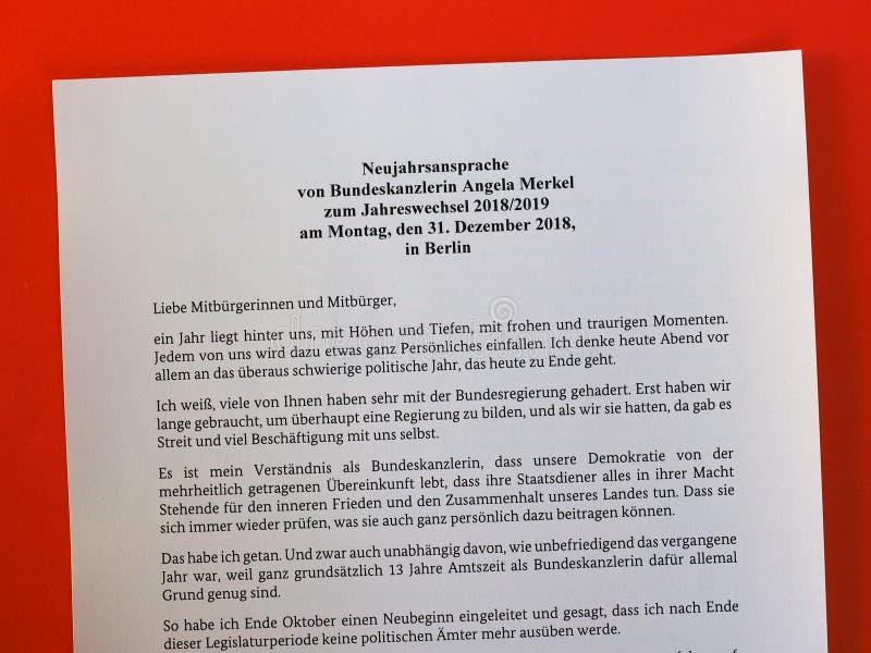 Die Rede des neuen Jahres vom deutschen Kanzler Angela Merkel lizenzfreies stockbild