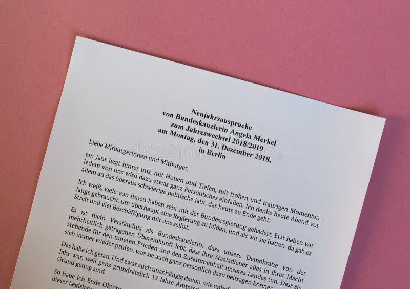 Die Rede des neuen Jahres vom deutschen Kanzler Angela Merkel lizenzfreies stockfoto