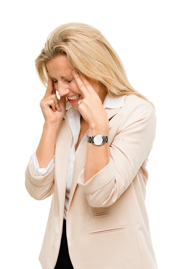 Die reife Frau hat Kopfschmerzen lokalisiert auf weißem Hintergrund stockbild