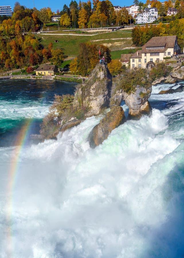 Die Rheinfall nahe Zürich am indischen Sommer, Wasserfall in Switz lizenzfreie stockbilder