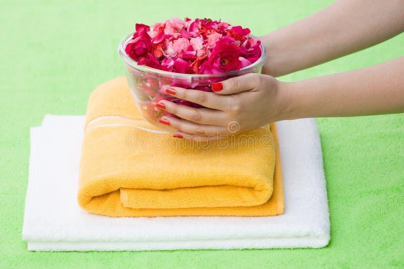 Die rosafarbene Schüssel des Badekurortes lizenzfreie stockfotos