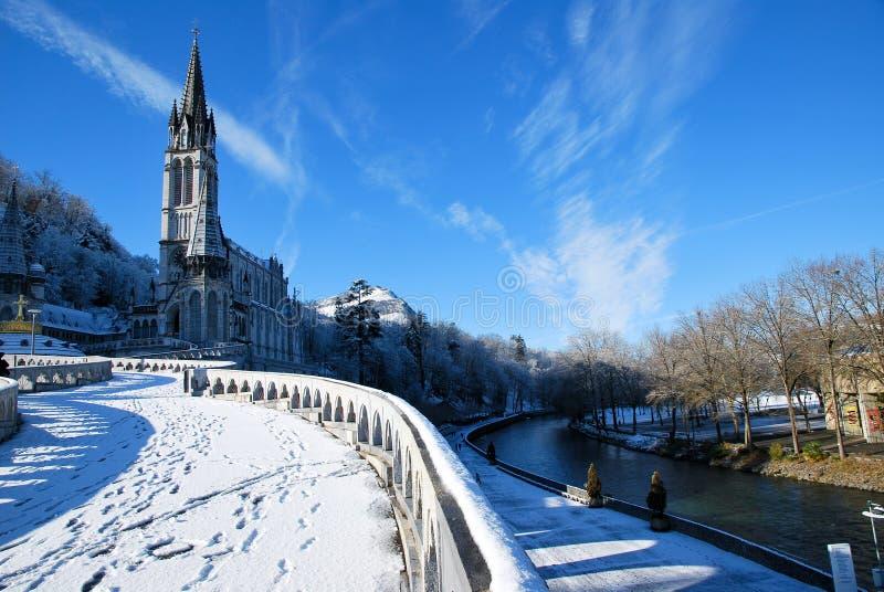 Die Rosenbeet-Basilika von Lourdes lizenzfreie stockbilder