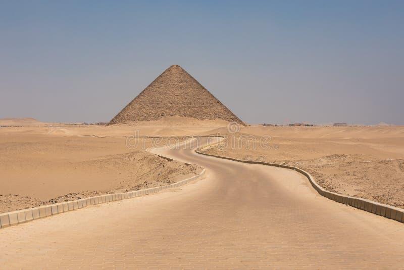 Die rote Pyramide von Dahshur in Giseh, Ägypten lizenzfreies stockbild