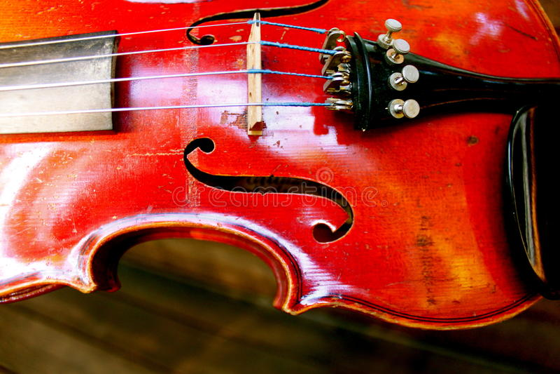 Die rote Violine lizenzfreie stockfotografie