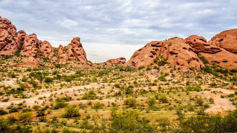 Die roter Sandstein Buttes von Papago parken nahe Phoenix Arizona lizenzfreie stockbilder