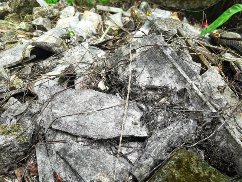 Die Ruinen der Zementwand stockbilder