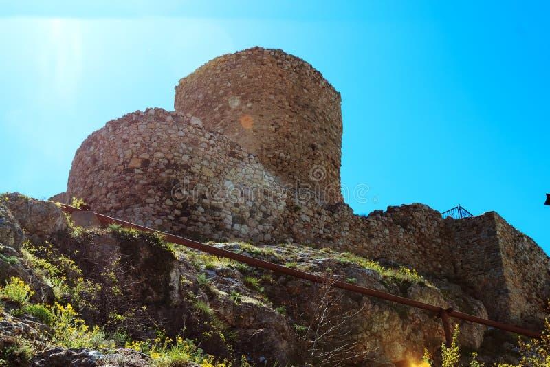Die Ruinen des mittelalterlichen Genoese Festung Cembalo lizenzfreie stockbilder