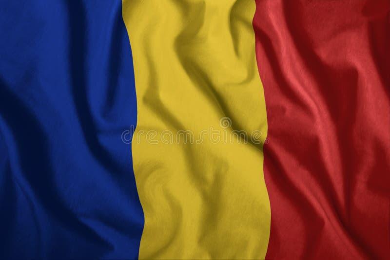 Die rumänische Flagge fliegt in den Wind Bunt, Staatsflagge von Rumänien Patriotismus, ein patriotisches Symbol lizenzfreie abbildung