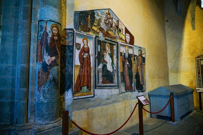 Die Sacra di San Michele, die Kirchenmalerei und Grab lizenzfreie stockfotos