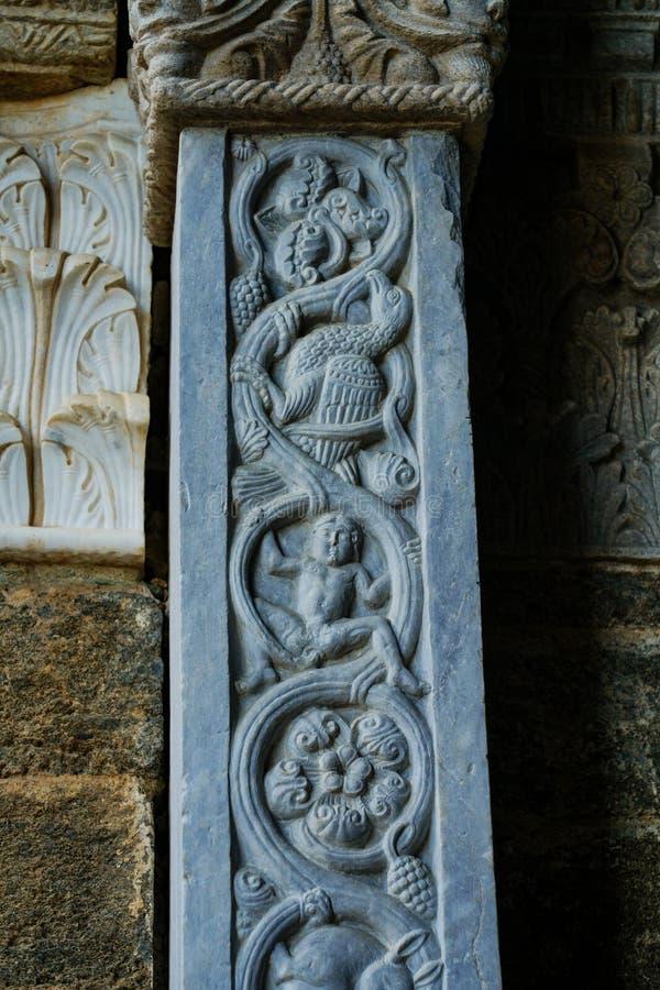Die Sacra di San Michele, die Tür des Tierkreises stockbild