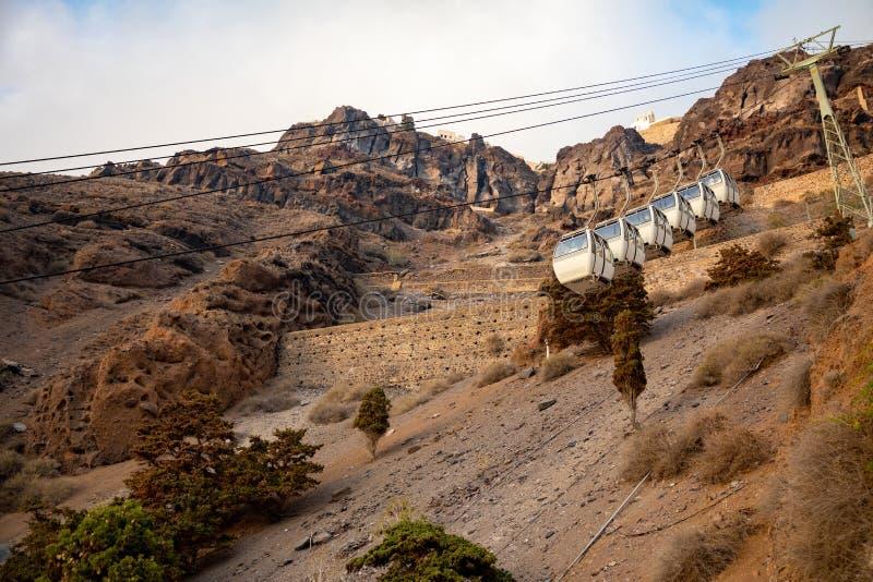 Die Santorini-Drahtseilbahn schließt den Hafen mit der Stadt von Thera in Santorini-Insel, Griechenland an stockfotografie