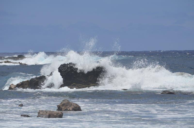 Die schäumenden Wellen Big Blues lizenzfreie stockfotografie