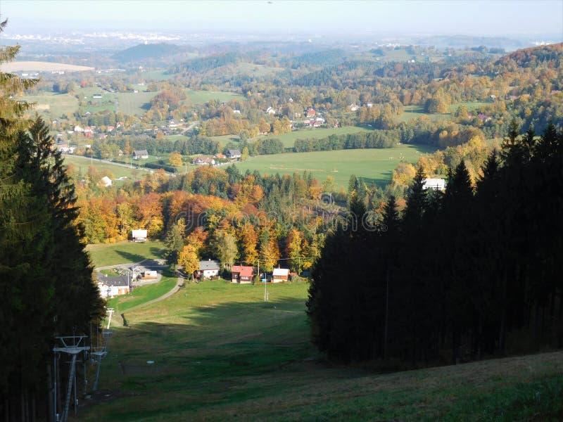 Die schöne Ansicht über tschechisches Land in Beskydy stockbilder