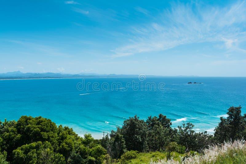 Die schöne Ansicht mit klarem blauem Himmel in Byron Bay, Australien lizenzfreies stockbild