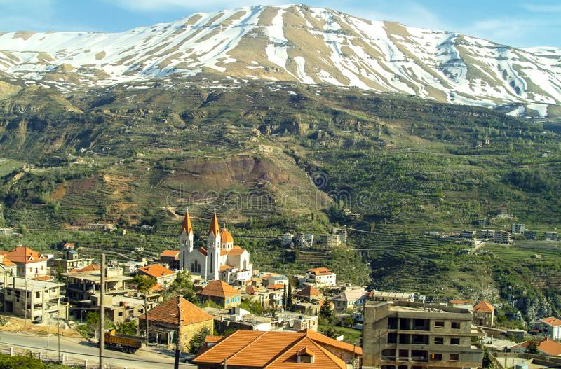 Die schöne Bergstadt von Bcharre im Libanon stockbilder