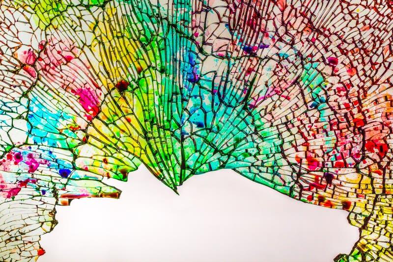 Die schöne Beschaffenheit des defekten farbigen Glases in Stückchen lizenzfreies stockbild