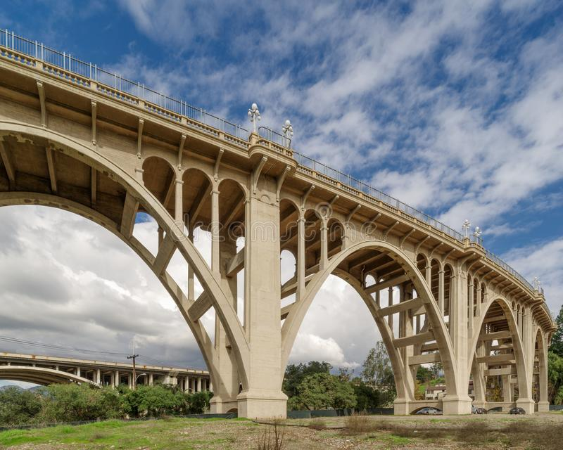 Die schöne Colorado-Straßenbrücke in Pasadena stockbilder