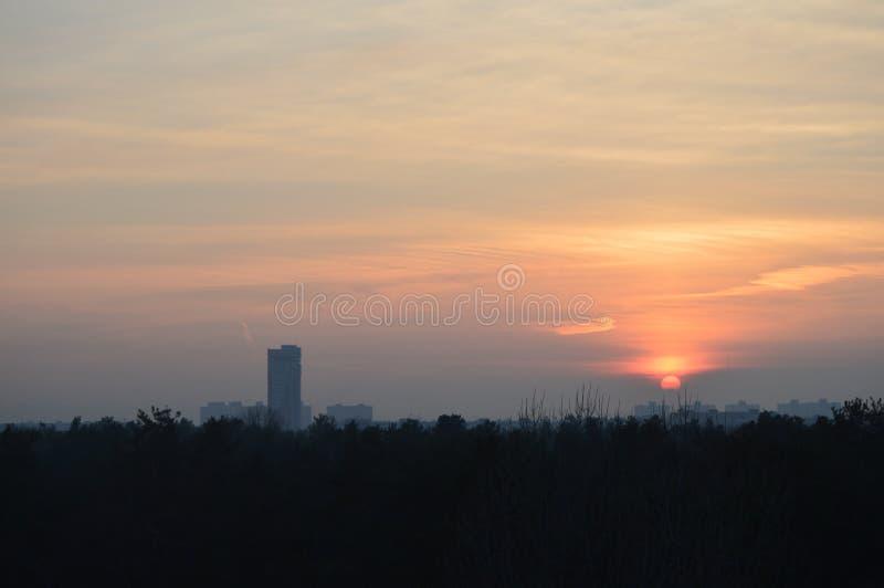 Die schöne Landschaft und der Sonnenuntergang stockbilder