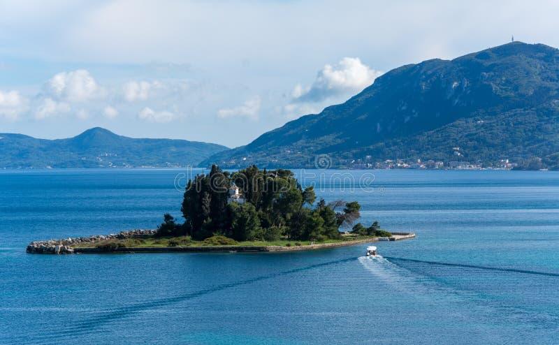 Die schöne pontikonisi Insel, Korfu, Griechenland lizenzfreie stockfotografie