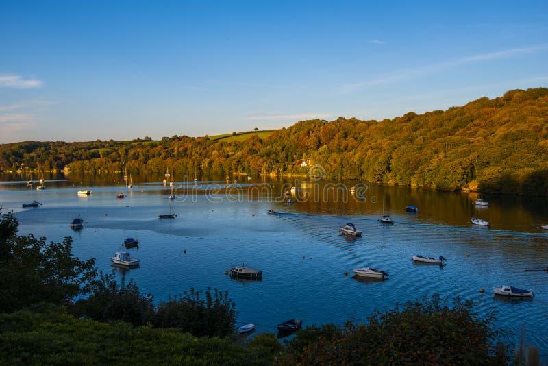 Die schöne und ruhige Fowey-Mündung in Cornwall, England stockfotografie