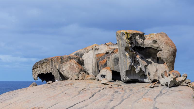 Die schönen bemerkenswerten Felsen gegen den blauen Himmel im Flinders-Verfolgungs-Nationalpark, Känguru-Insel, Süd-Australien lizenzfreies stockbild