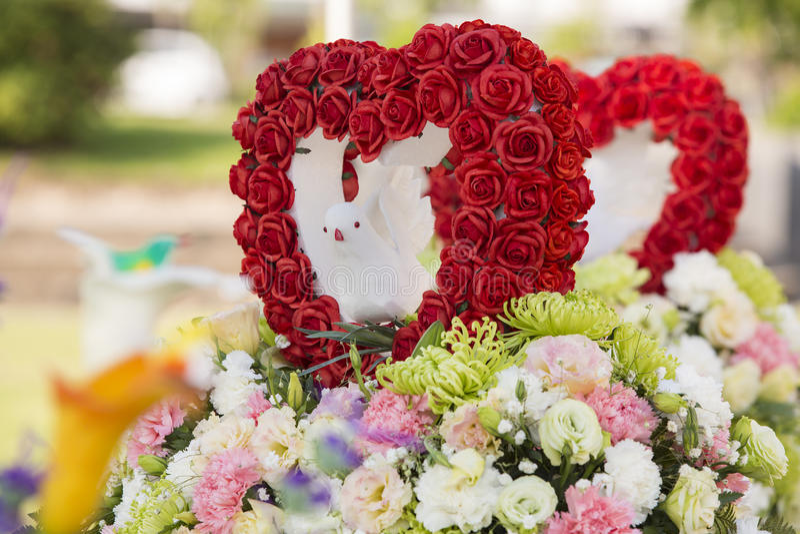 Die schönen Blumen in der Hochzeit lizenzfreie stockbilder