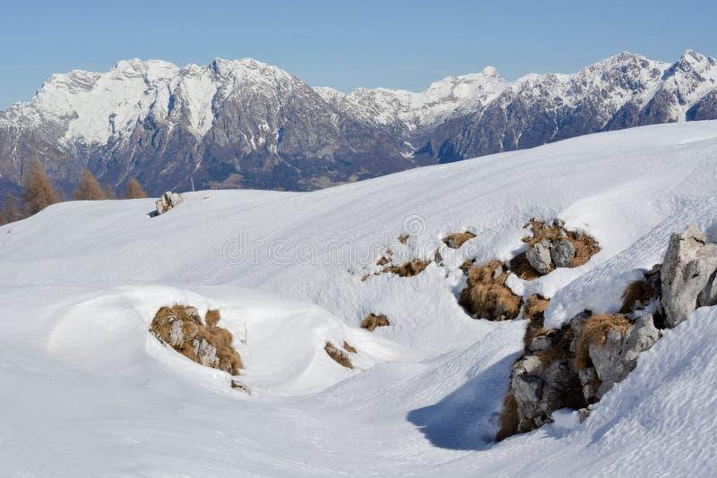 Die schönen Dolomit nach Schneefällen eines Winters stockfotos