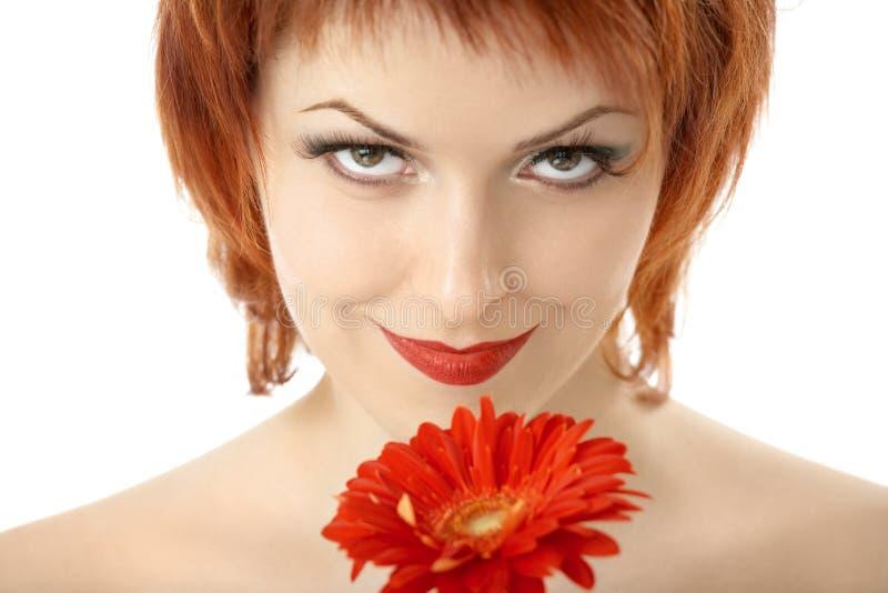 Download Die Schönheit mit Gerbera stockfoto. Bild von menschlich - 9098978