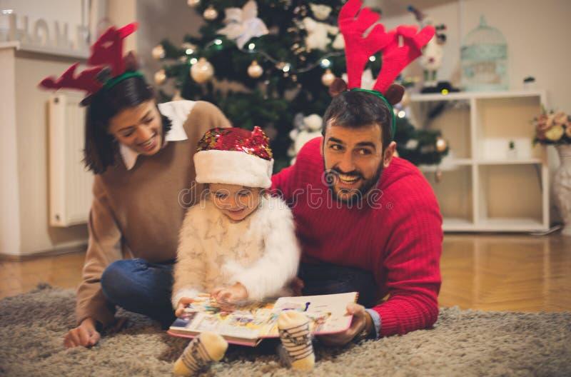 Die schönsten Märchen fangen zur Weihnachtszeit an lizenzfreie stockbilder