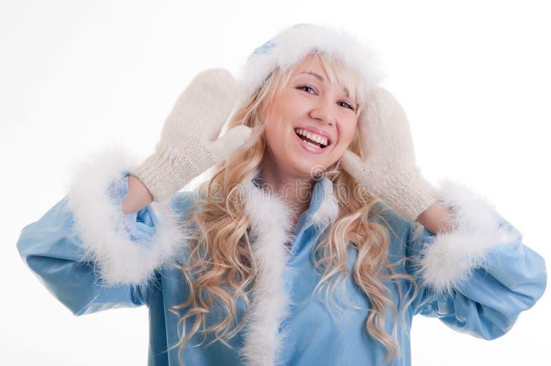 Die Schnee-Maid im blauen Pelzmantel, Lächeln lizenzfreie stockfotos