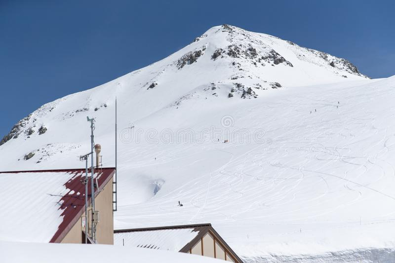 Die Schneeberge von Tateyama Kurobe alpin stockbild