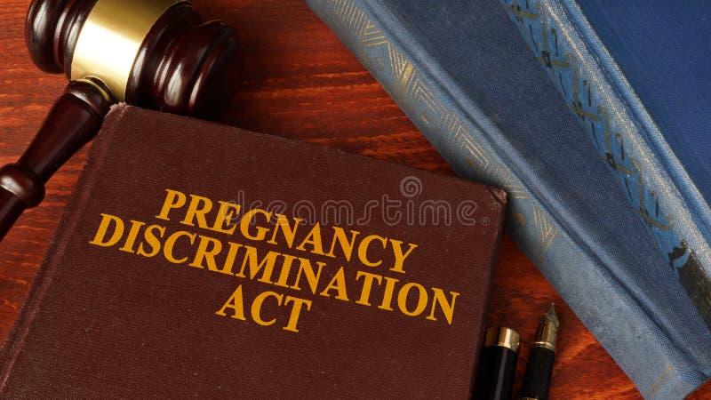 Die Schwangerschafts-Unterscheidungs-Tat lizenzfreie stockbilder