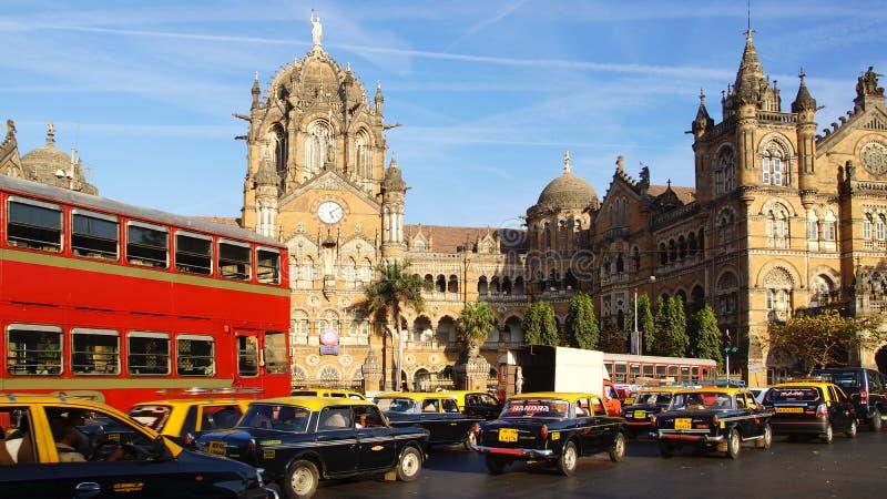 Die schwarzen und gelben Fahrerhäuser, Mumbai lizenzfreies stockfoto