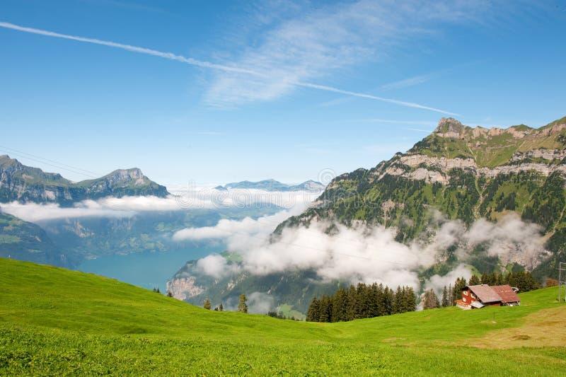 Die Schweiz in den Bergen stockbild