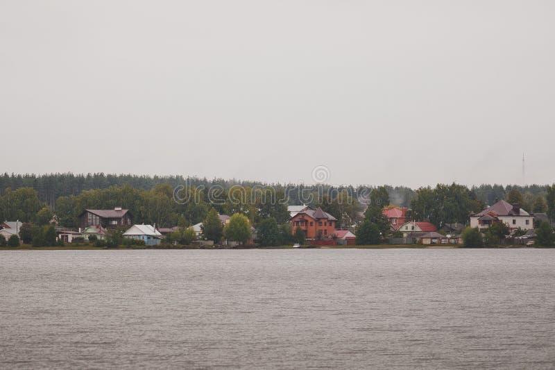 Die Seeküste mit Häusern 5664 lizenzfreies stockbild