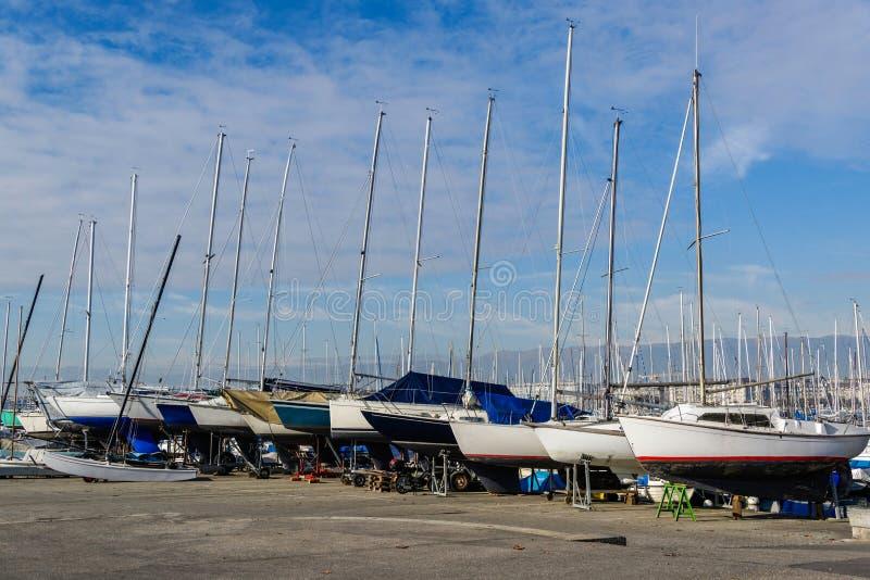 Die Segelboote lizenzfreie stockbilder